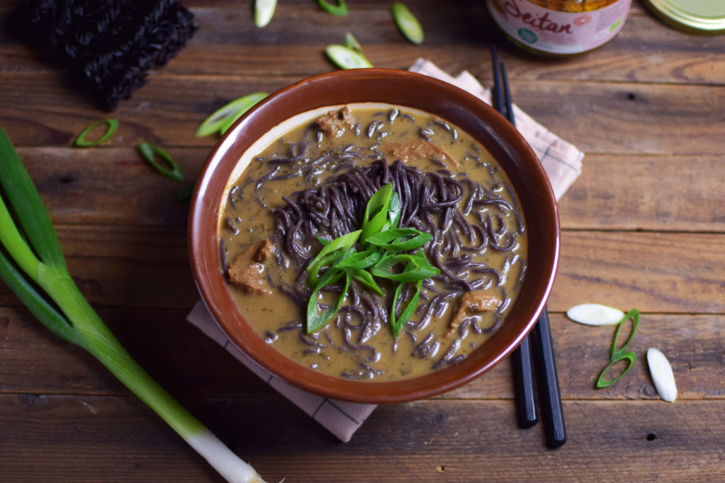 gerecht ramen soep met noodles aken in 5 minuten