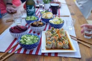 gefermenteerde groente op tafel met sake